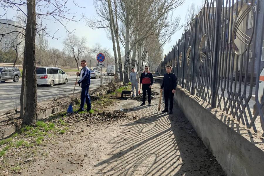 Пробация в Кыргызстане - Коллектив Департамента пробации провел субботник на прилегающей территории