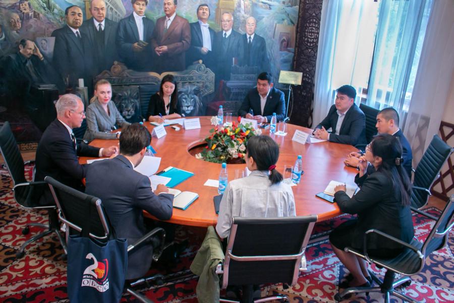 Пробация в Кыргызстане - Заместитель министра юстиции КР Марат Канулькулов обсудил с главой Программного офиса ОБСЕ в Бишкеке